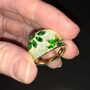 Кольцо с хромдиопсидом в лимонном золоте