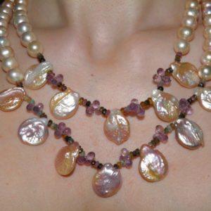 Ожерелье из персикового жемчуга