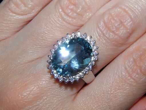Кольцо из серебра с крупным голубым топазом