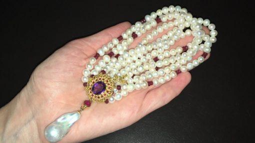 Жемчужное ожерелье с аметистом и рубинами