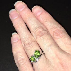 Кольцо с хризолитом в серебре