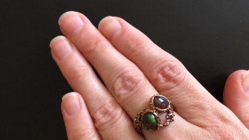 Серебряное кольцо с чёрными опалами