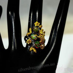 Кольцо с огненными опалами в серебре