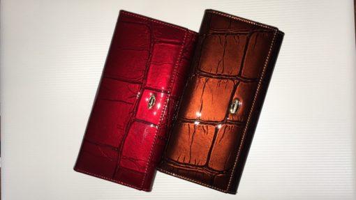 Лакированный кошелёк из кожи