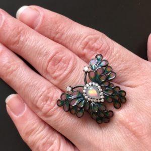 Кольцо-бабочка с огненным опалом и цветной эмалью