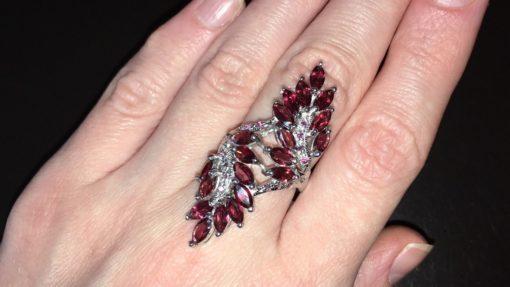 Коктейльное кольцо с родолитами в серебре