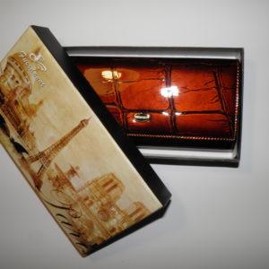 женский лакированный кошелёк из кожи