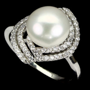Кольцо с жемчугом в серебре