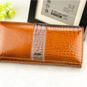 лакированный кожаный кошелёк