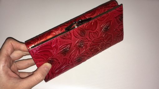 красный тиснёный кошелёк