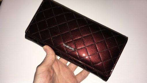 лакированный коричневый кожаный кошелёк