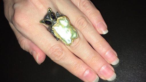 Авторское кольцо с барочным жемчугом и иолитами