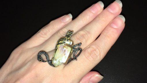Серебряное кольцо Фламинго с барочным жемчугом