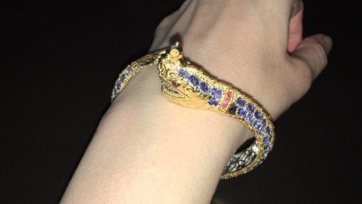 Серебряный браслет-обруч Дракон с танзанитами