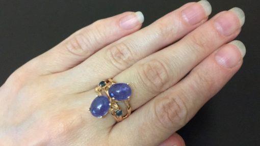 Серебряное кольцо с крупными гладкими танзанитами