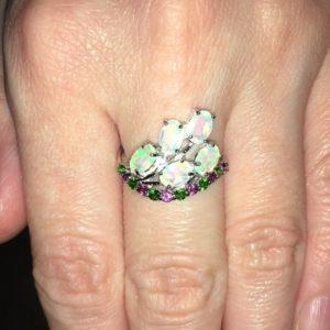 Серебряное кольцо с гранёными опалами