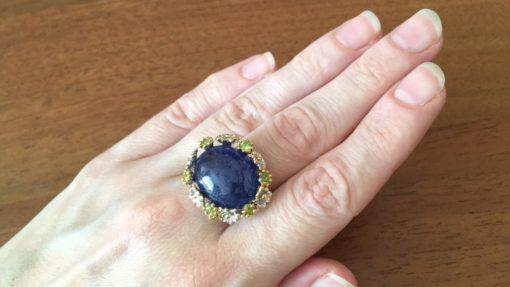 Дизайнерское кольцо с крупным гладким танзанитом