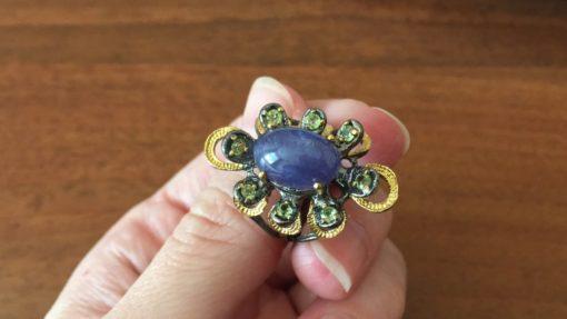 Кольцо с крупным гладким танзанитом в серебре с позолотой