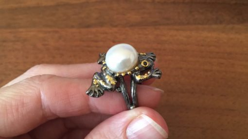 Кольцо Лягушка с жемчужиной в серебре с чернением