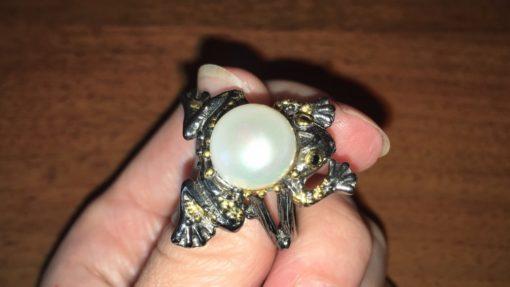 Дизайнерское кольцо Лягушка с жемчужиной