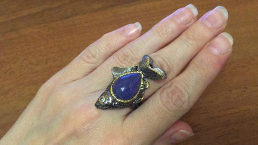 Серебряное кольцо Рыба с танзанитом
