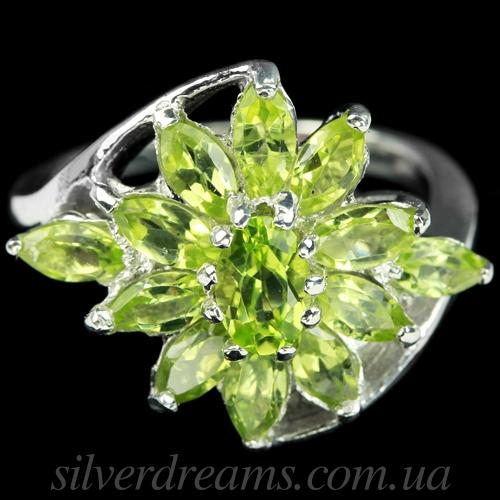 Кольцо из серебра с хризолитами