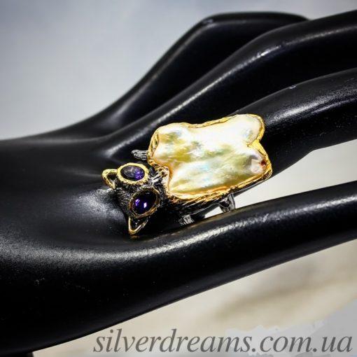 Дизайнерское кольцо с барочным жемчугом в серебре