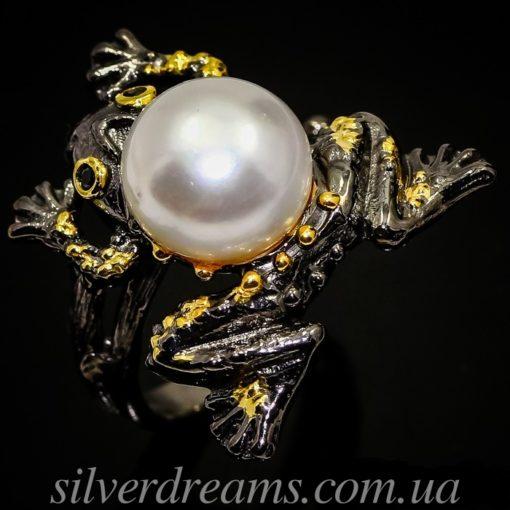 Дизайнерское кольцо Лягушка с жемчугом