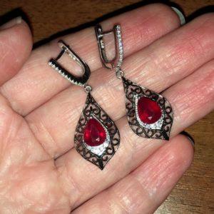 Длинные серьги с рубином в серебре