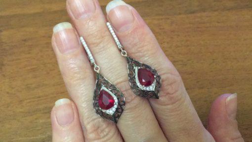 Ажурные серьги с рубином в серебре