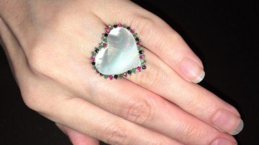 Кольцо Сердце с перламутром и драгкамнями в серебре