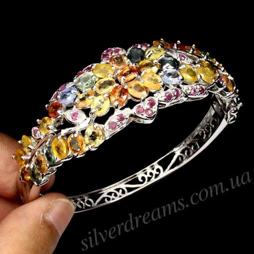 Жёсткий браслет с мультицветными сапфирами