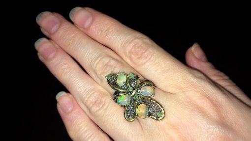Дизайнерское кольцо с опалами в серебре с чернением