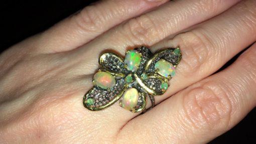 Дизайнерское кольцо с опалами и изумрудами