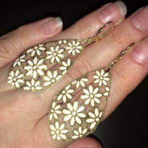 Серебряные серьги с позолотой и белой эмалью