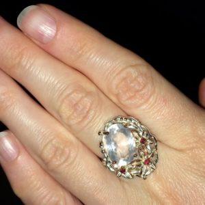 Кольцо с розовым кварцем купить в Украине