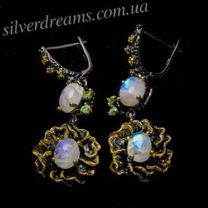 Дизайнерские серьги с лунным камнем и изумрудами в серебре
