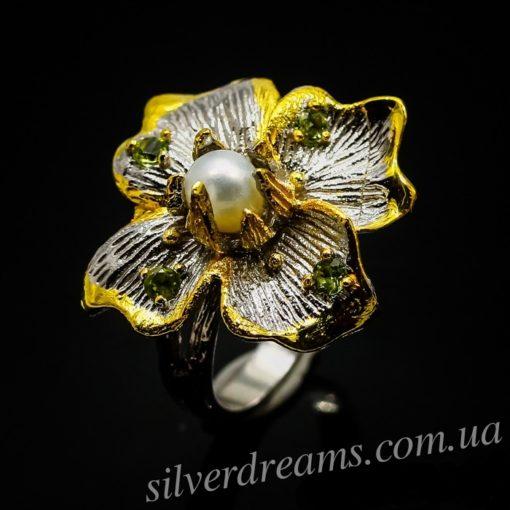 Серебряное кольцо-цветок с жемчужиной