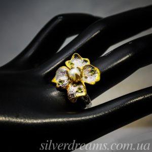 Кольцо-цветок с жемчужиной в серебре