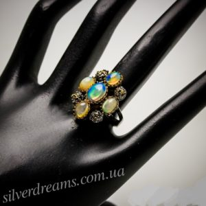 Дизайнерское серебряное кольцо с огненными опалами