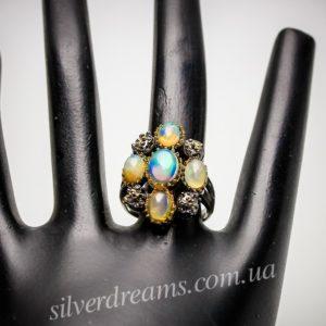 Серебряное кольцо с огненными опалами