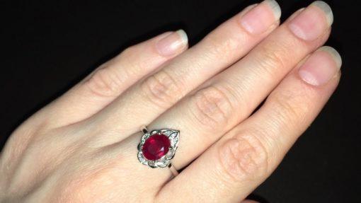 Кольцо с мадагаскарским рубином в серебре