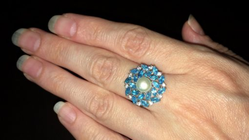 Серебряное кольцо с жемчугом и апатитами