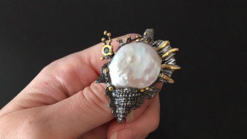 Серебряная брошь Ракушка с барочным жемчугом