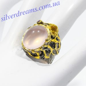 Дизайнерское кольцо с розовым кварцем в серебре