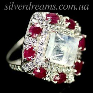 Серебряный перстень с лунным камнем и рубинами