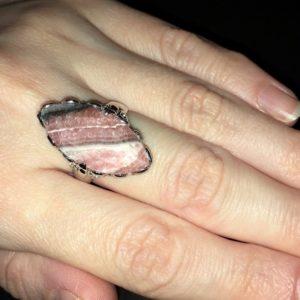 Серебряное кольцо с родохрозитом