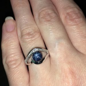 Серебряное кольцо со звёздчатым сапфиром