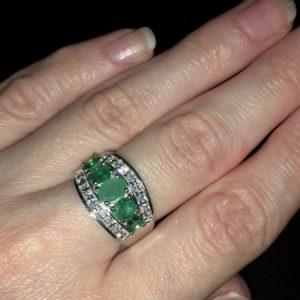 Серебряное кольцо с изумрудами