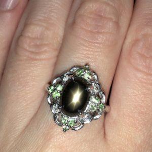 Серебряное кольцо Чёрный Звёздчатый Сапфир & Цаворит